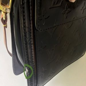 LV Bags - Upscale Up-Sale for Dawn.  Louis Vuitton MOTT In🖤